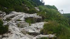 Kilka formacji skalnych.
