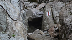 Strome podejście w żlebie poniżej Buczynowej Przełęczy.