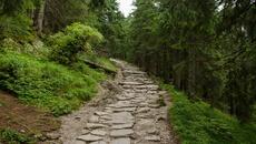 Po nawrocie czeka nas męczące podejście po kamiennych schodach.