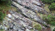 Trudniejsze miejsce - trzeba pokonać taką o to formację skalną.