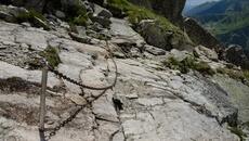 Przechodzimy przez skalne płyty.