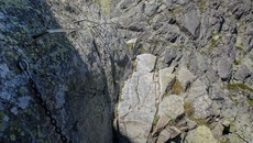 Wąska półka skalna pod klamrami.