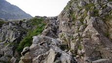 Przed nami mała wspinaczka po skałach.