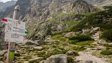 Początek zielonego szlaku na Pzełęcz pod Chłopkiem