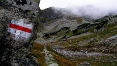 Czerwony szlak na Wrota Chałubińskiego.