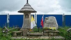Pomnik na Szlaku Papieskim.
