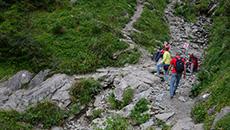 Nasz szlak zakręca i mija koryto Małołąckiego Potoku.
